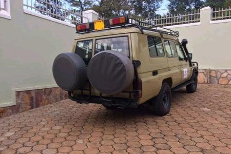 behind-safari-landcruiser